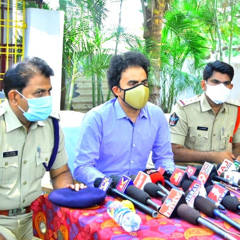 AP police arrest 4 bootleggers, seize Rs 5 lakh worth K'taka liquor