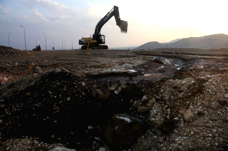 Arava (Israel): A general view of the oil leak in the Arava area, southern Israel. An Israeli pipeline company, whose pipeline was breached last week, admitted that the oil spill was at least three ..
