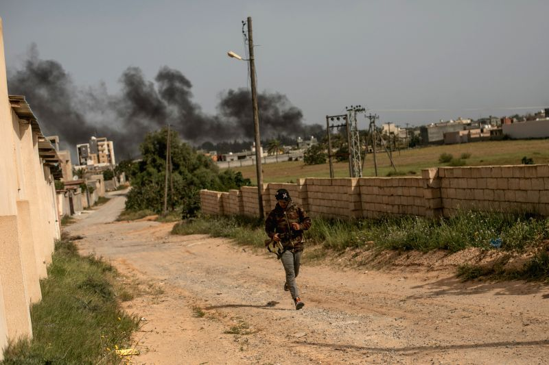 Armed group cuts gas supply to power plant in Tripoli