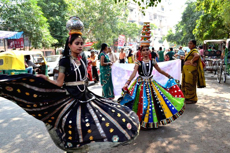 Artists perform on the streets of Agra on Oct 27, 2015.