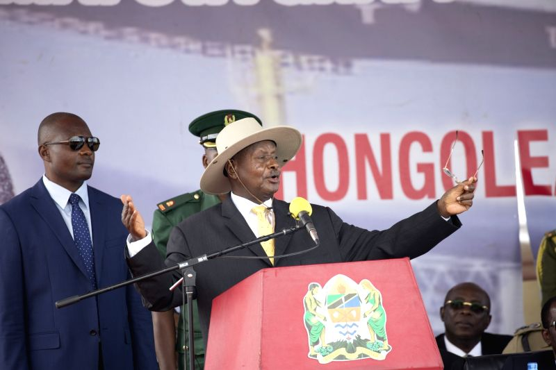 ARUSHA, Aug. 6, 2017 - Ugandan President Yoweri Museveni (C) speaks at the foundation-laying ceremony for the construction of a crude oil pipeline from Hoima in Uganda to Tanzania's Indian Ocean ...