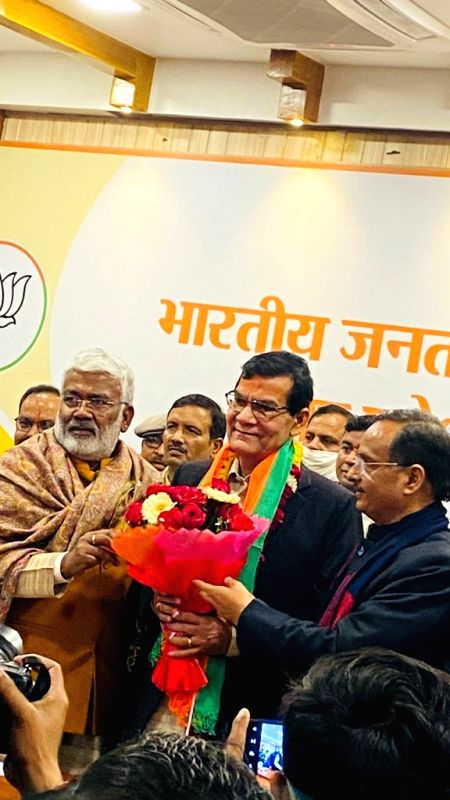 Arvind Sharma ex IAS joins BJP in Lucknow