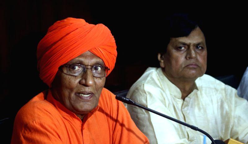 Arya Samaj leader Swami Agnivesh addresses a press conference in New Delhi on Aug 3, 2016.
