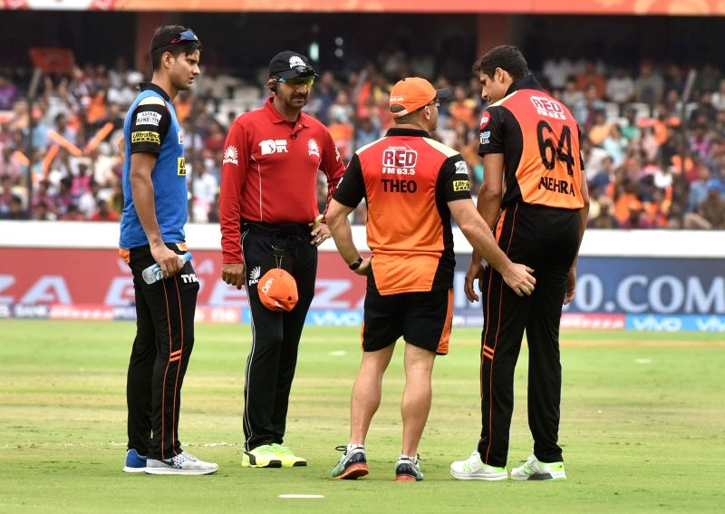 Ashish Nehra of Sunrisers Hyderabad leaves the field after being treated during an IPL 2017 match between Sunrisers Hyderabad and Rising Pune Supergiant at Rajiv Gandhi International ... - Ashish Nehra