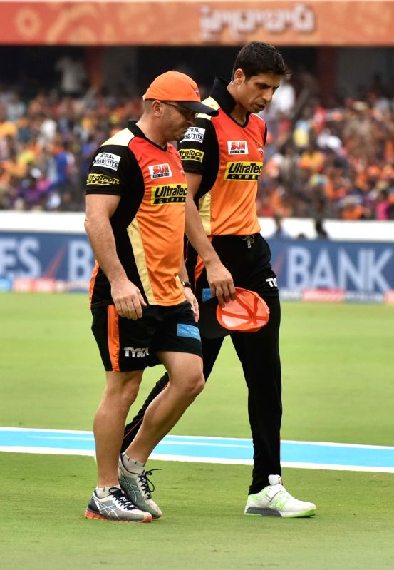 Ashish Nehra of Sunrisers Hyderabad leaves the field after being injured during an IPL 2017 match between Sunrisers Hyderabad and Rising Pune Supergiant at Rajiv Gandhi International ... - Ashish Nehra