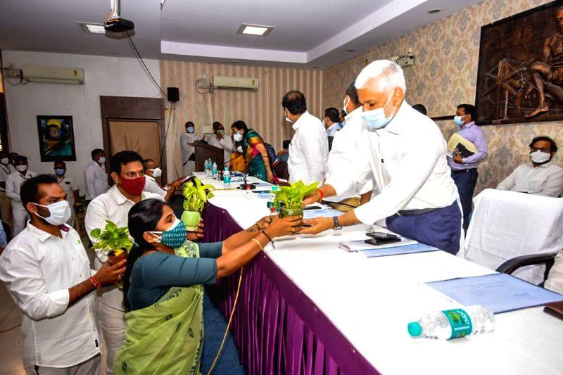 Ashok Gajapati Raju appropriated 500 acres of MANSAS Trust: YSRCP