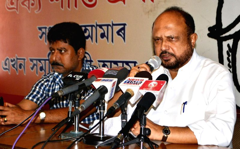Asom Gana Parishad (AGP) chief Prafulla Kumar Mahanta addresses a press conference regarding their performance in 2014 Lok Sabha elections in Guwahati on May 17, 2014. - Prafulla Kumar Mahanta