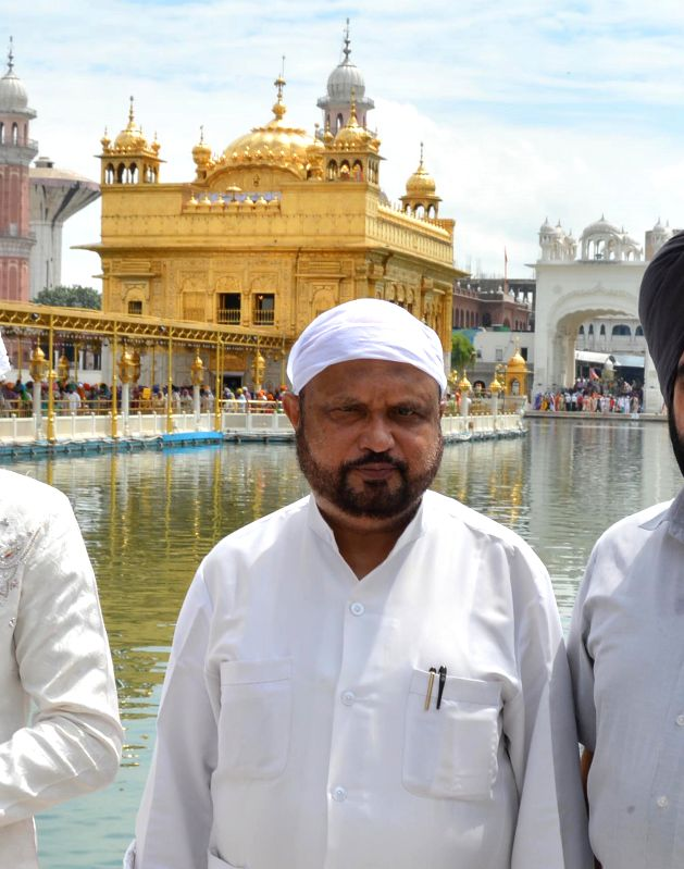 Asom Gana Parishad (AGP) chief Prafulla Kumar Mahanta pays obeisance at the Golden Temple in Amritsar on Sept 3, 2014.