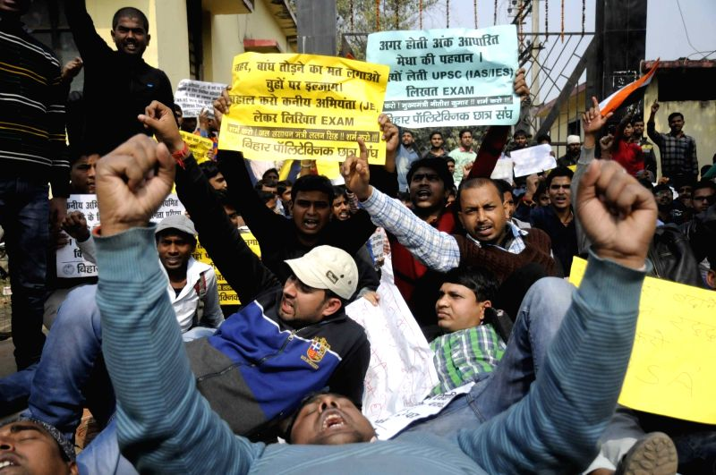 Aspirants who appeared Bihar Staff Selection Commission (BSSC) exam stage a demonstration to press for declaration of the results in Patna on Feb 2, 2018.