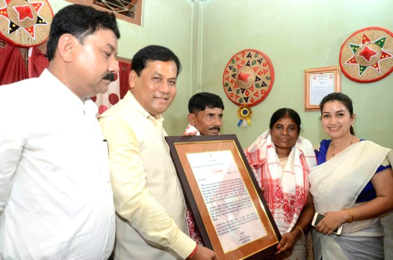 Assam Chief Minister Sarbananda Sonowal felicitates Ranjit and Jonal Das, the parents of athlete Hima Das, in Assam's Nagaon on July 17, 2018. The athlete brought laurels to the country by ... - Sarbananda Sonowal