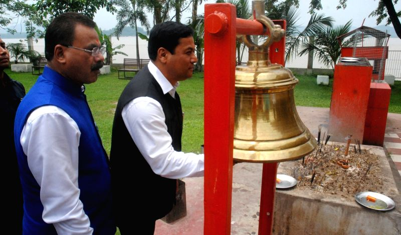 Assam Chief Minister Sarbananda Sonowal pays obeisance at Hanuman Temple in Guwahati on May 28, 2016. - Sarbananda Sonowal
