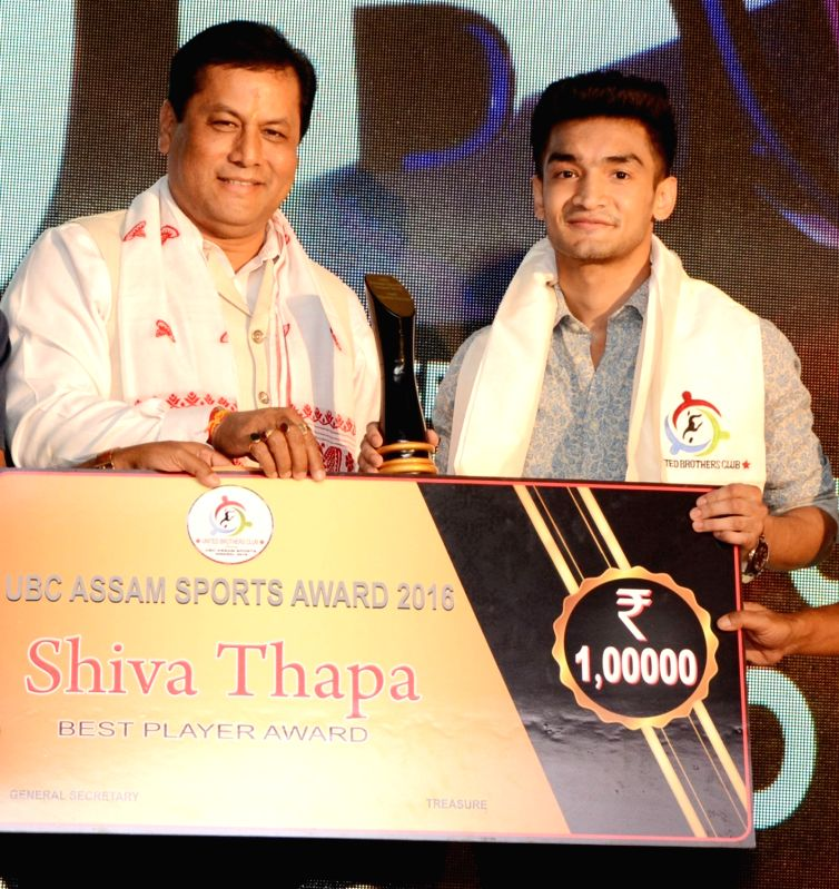 """Assam Chief Minister Sarbananda Sonowal presents the """"Best Sportsperson Of The Year 2016"""" award to boxer Shiva Thapa during Assam Sports Award ceremony in Guwahati on May 19, 2017. - Sarbananda Sonowal"""