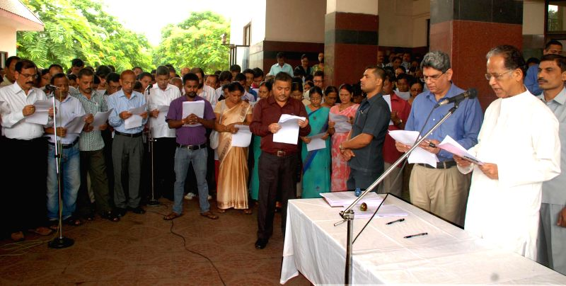 Assam Chief Minister Tarun Gogoi administers the oath to the employees of the Assam Secretariat on the occasion of Shok Divas to mourn the tragic death of innocent children in a bomb blast at Dhemaji