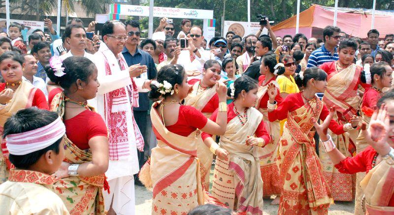 Assam Chief Minister Tarun Gogoi celebrates Bohag Bihu with children Latasil Field in Guwahati on April 14, 2014.
