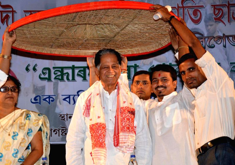 Assam Chief Minister Tarun Gogoi during a  programme organised to felicitate meritorious students belonging to Scheduled Castes in Guwahati on Aug 10, 2014.