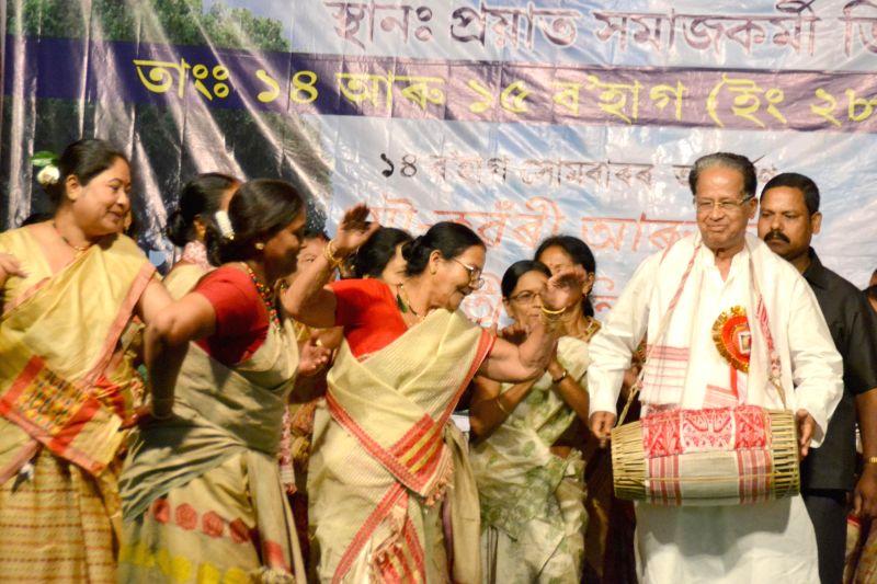Assam Chief Minister Tarun Gogoi during Sanmilita Rongali Bihu Sanmilan at Titabor in Jorhat district of Assam on April 29, 2014.