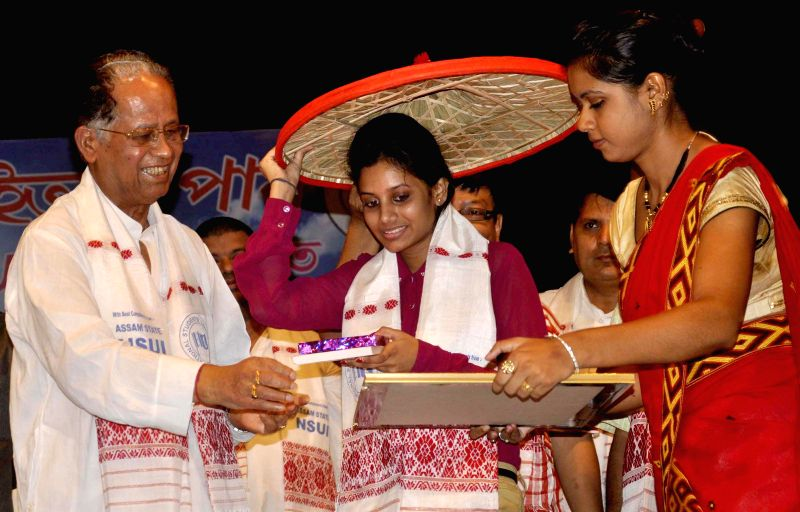 Assam Chief Minister Tarun Gogoi with toppers of various examinations during a programme organised by National Students Union of India (NSUI) at Srimanta Sankaradeva Kalakshetra in Guwahati on June ..