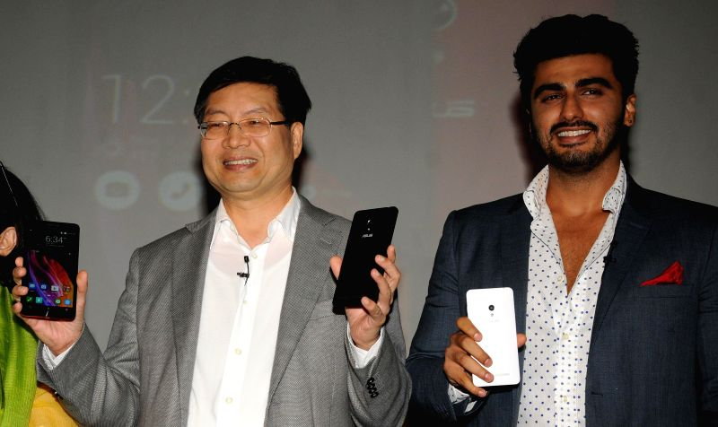 ASUS president and CEO Jerry Shen with actor Arjun Kapoor during a press conference organised to launch company's new smartphone in New Delhi on July 9, 2014. - Arjun Kapoor