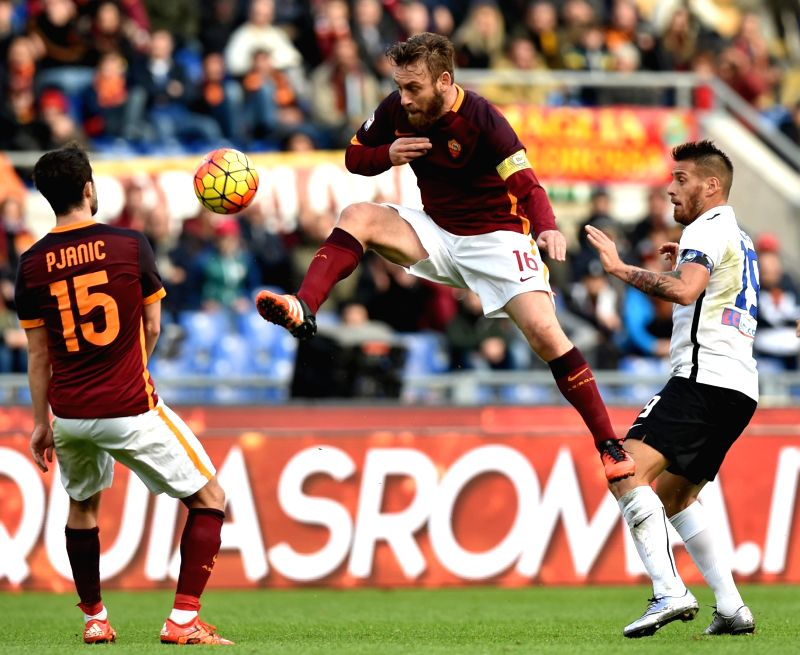 Atalanta's German Denis (R) vies with Roma's Edin Dzeko (C)during the Italian Serie A football match AS Roma vs Atalanta on Nov. 29, 2015 at Rome's Olympic stadium. ...