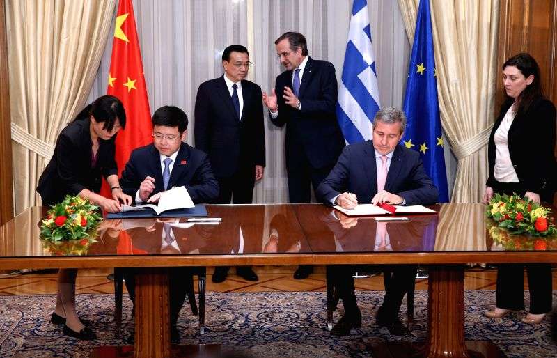Chinese Premier Li Keqiang (L, back) and Greek Prime Minister Antonis Samaras (R, back) attend a signing ceremony of a number of bilateral cooperation agreements and - Antonis Samaras
