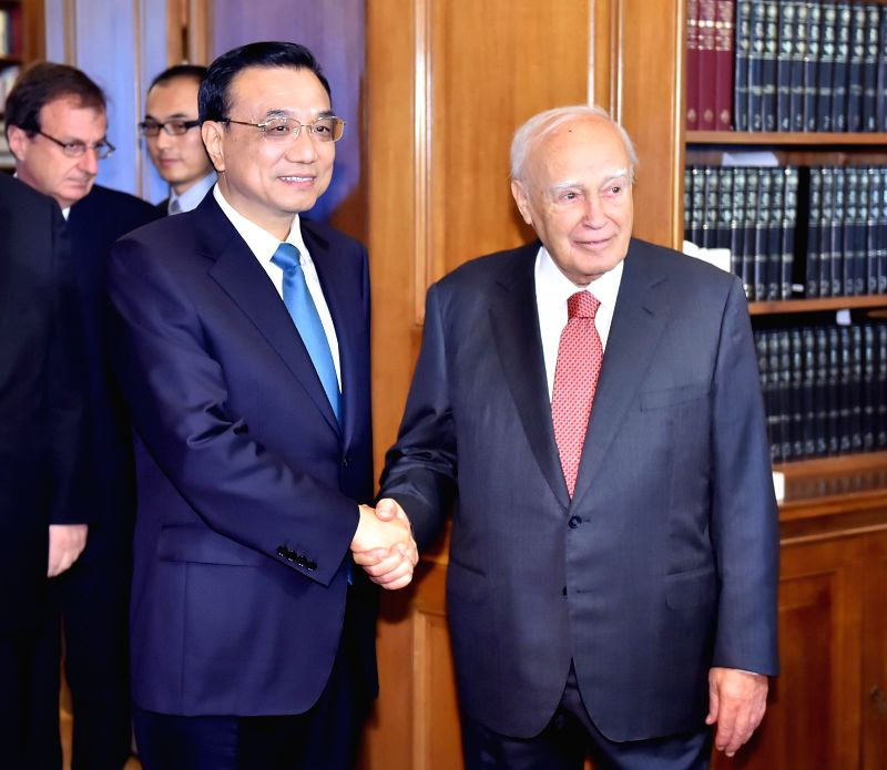 Chinese Premier Li Keqiang (L) meets with Greek President Karolos Papoulias at the Presidential Mansion in Athens, capital of Greece, June 20, 2014.