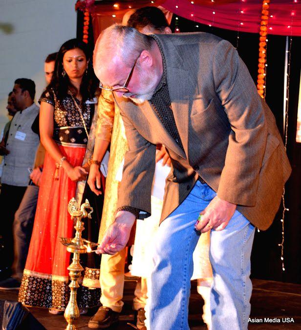Aurora mayor Tom Weisner lighting the lamp to inaugurate the Diwali celebration.