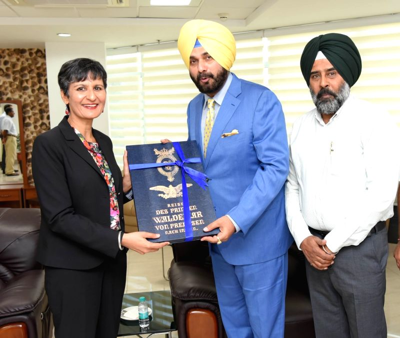 Australian High Commissioner to India Harinder Sidhu calls on Punjab Minister Navjot Singh Sidhu in Chandigarh on May 4, 2017. - Navjot Singh Sidhu