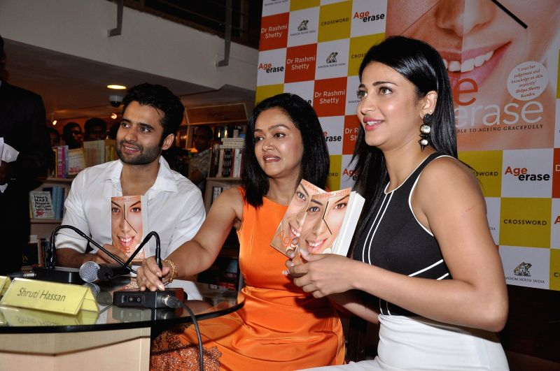 Author Dr Rashmi Shetty and actors Shruti Haasan and Jackky Bhagnani during the launch of her book Age Erase in Mumbai on July 11, 2014. - Shruti Haasan and Jackky Bhagnani