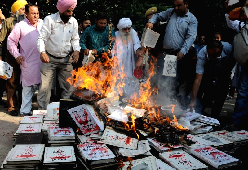 Author Gurcharan Singh Babbar  and others stage a demonstration against   delay in justice for the 1984 riot victims  at Jantar Mantar in New Delhi, on Oct 30, 2015.