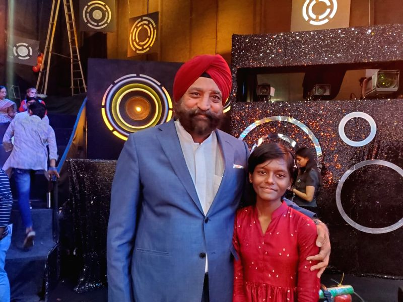 Author Harinder Sikka and contestant Tapolabdha Sardar.