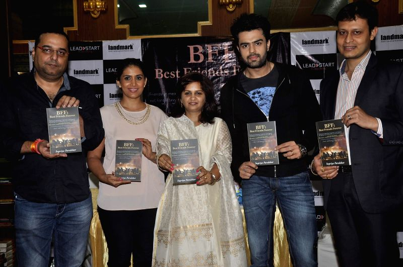 Author Supriya Parulekar actors Sonali Kulkarni and Manish Paul during the launch of her book Best Friends Forever in Mumbai on July 25, 2014. - Sonali Kulkarni and Manish Paul