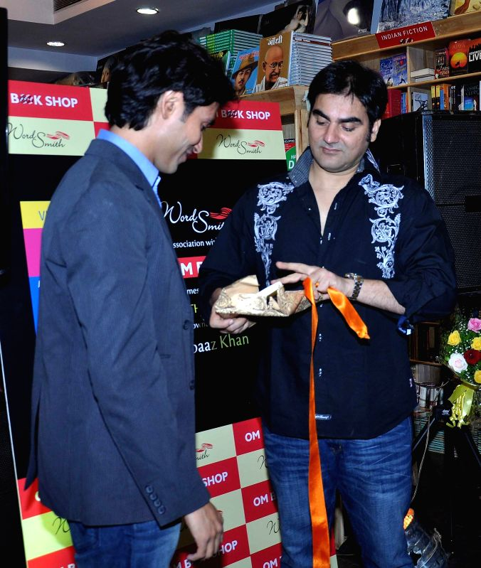 Author Vickrant Mahajan with actor Arbaaz Khan during the launch of his book Yes Thank You Universe in Mumbai, on May 15, 2014.