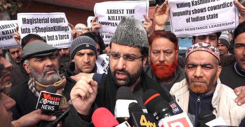 Authorities foil an attempt to march to Shopian by separatist leader Mirwaiz Umer Farooq in Srinagar on Feb. 2, 2018. Separatist conglomerate, Joint Resistance ership (JRL) headed by ... - Malik