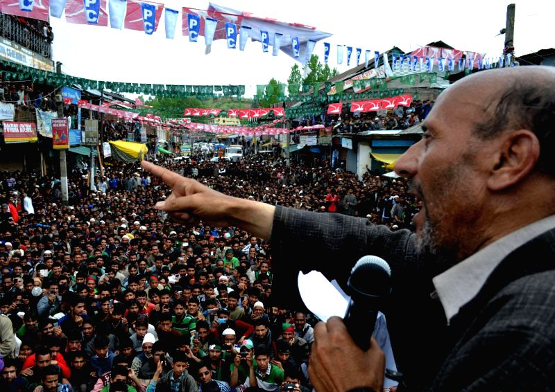 Awami Itihad Party (AIP) chief Engineer Sheikh Abdul Rashid during an rally in Handwara of Jammu and Kashmir on May 5, 2014. - Sheikh Abdul Rashid