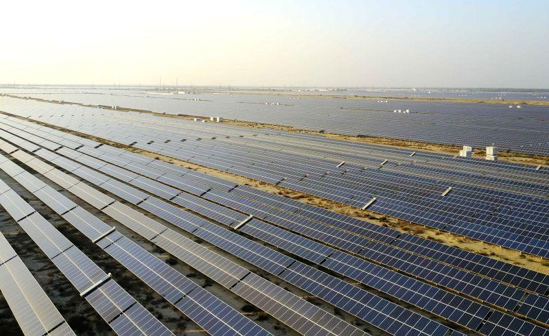 BAHAWALPUR, Dec. 7, 2017 - Photo taken on Dec. 1, 2017 shows the solar power farm in Bahawalpur, Pakistan. At the edge of Cholistan desert, a 300 megawatt solar power farm has become the major ...