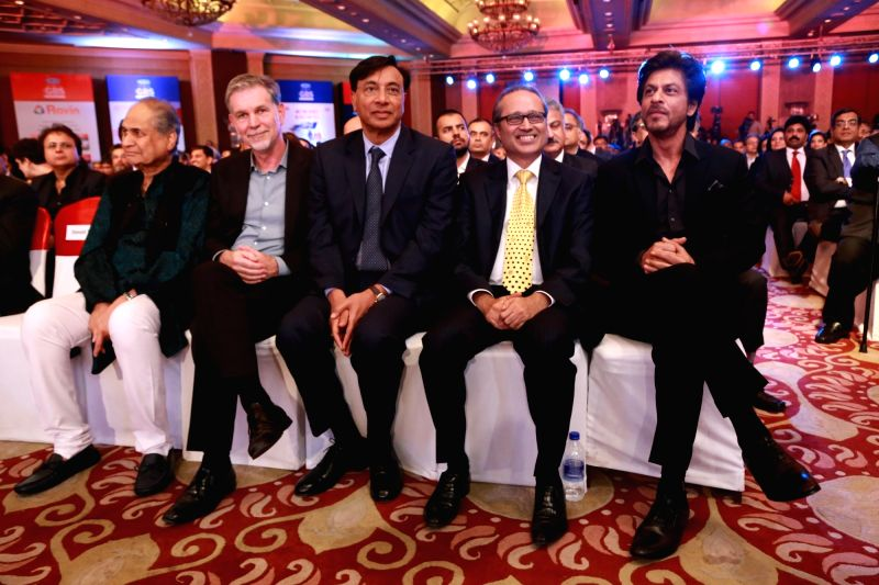 Bajaj Auto Chairman Rahul Bajaj, ArcelorMittal Chairman and CEO Lakshmi Mittal, Times Group Managing Director Vineet Jain and actor Shah Rukh Khan at the 4th Global Business Summit in New ... - Shah Rukh Khan, Rahul Bajaj and Vineet Jain