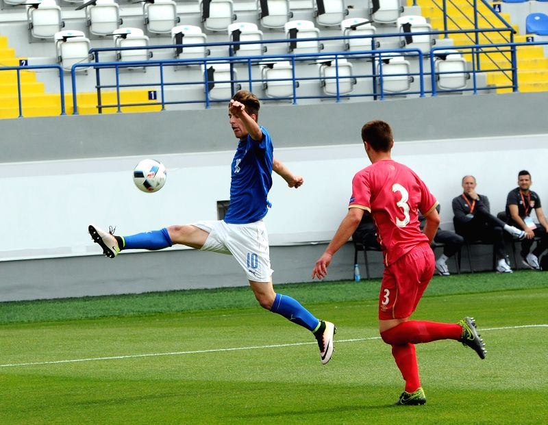 BAKU, May 7, 2016 - Matteo Gabbia (L) of Italy vies during the European U17 Championship preliminary match between Italy and Serbia in Baku, Azerbaijan, on May 6, 2016. Italy won 2-1.