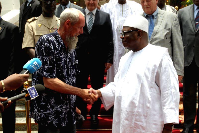 Mali's President Ibrahim Boubacar Keita (R) shakes hands with the Dutch hostage Sjaak Rijke in Bamako, April 7, 2015. Sjaak Rijke was held by Islamists of northern ...