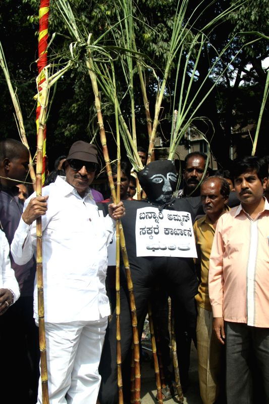 Members of Kannada Chalavali Vatal Paksha led by Vatal Nagaraj protest in support of Sugarcane Growers, demanding Government to fulfill their needs, at SBM Circle, in Bangalore on Nov 22, .