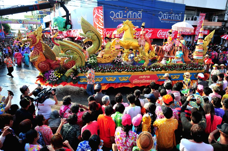 People take part in a parade during the Songkran Festival in Phra Pradaeng near Bangkok, Thailand, on April 20, 2014. Photo: