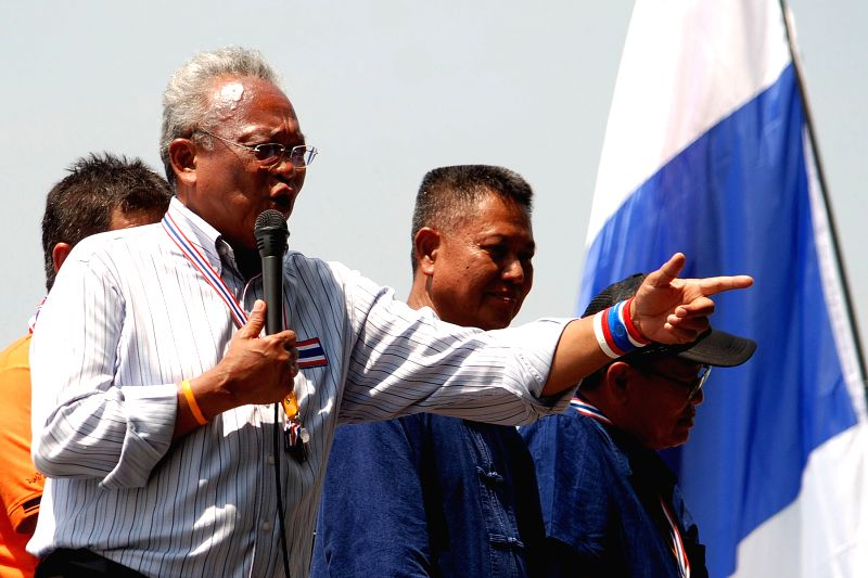 Anti-government protest leader Suthep Thaugsuban (L) speaks during a rally held by People's Democratic Reform Committee protesters in Bangkok, Thailand, April 21, .