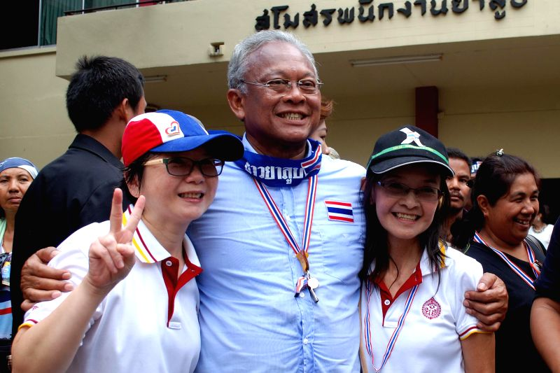 Thai anti-government protest leader Suthep Thaugsuban (C) poses for a photograph with supporters during a rally at Thailand Tobacco Monopoly in Bangkok, Thailand, .