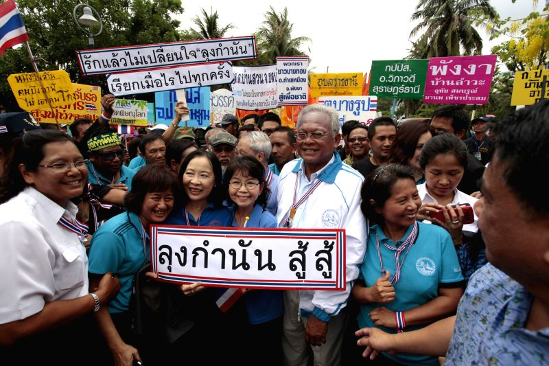 Anti-government protest leader Suthep Thaugsuban(C) poses for photos with supporters during a rally at Port Authority of Thailand in Bangkok, Thailand, April 29, .. - Yingluck Shinawatra
