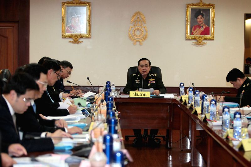 Thai Army Chief Gen. Prayuth Chan-ocha (2nd R) meets with Board of Investment (BOI) at Royal Thai Army Headquarter in Bangkok, Thailand, Aug. 19, 2014. (Xinhua/Thai