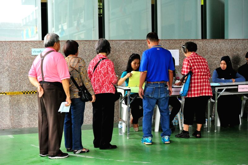 BANGKOK, Aug. 7, 2016 - Voters queue up to register themselves for a constitutional referendum at a polling place in Bangkok, Thailand, Aug. 7, 2016. Citizens of Thailand vote on a new constitution ...