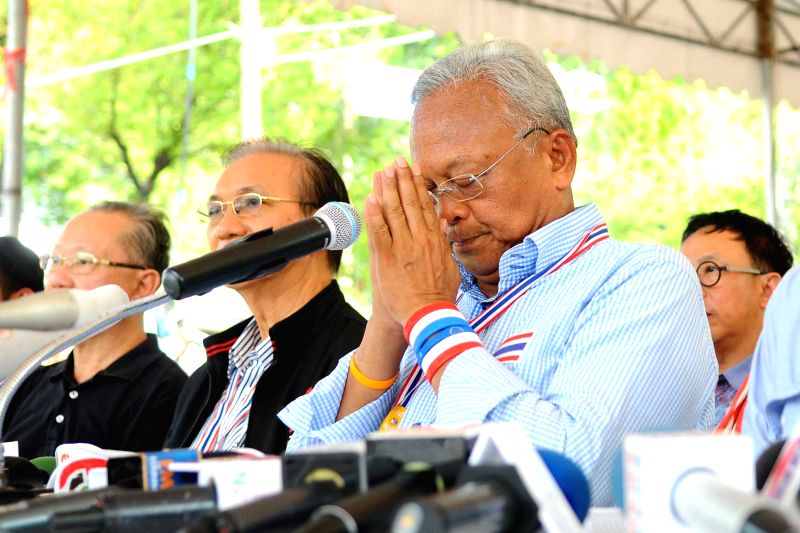 Anti-government protest leader Suthep Thaugsuban (R) attends a press conference inside the Government House in Bangkok, Thailand, May 10, 2014. Suthep Thaugsuban ...