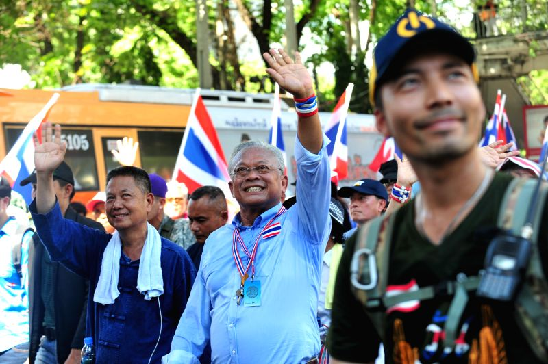 Anti-government protest leader Suthep Thaugsuban (C) gestures during a protest in Bangkok, Thailand, May 12, 2014. Thai anti-government protesters began to move ...