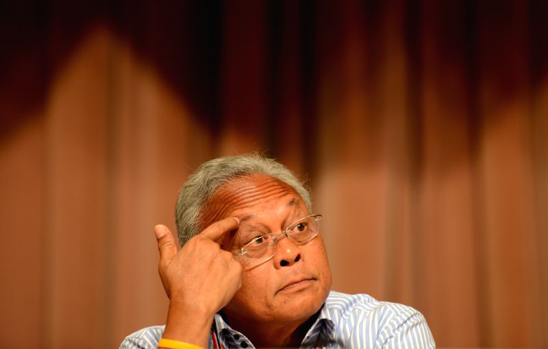 Thailand's anti-government protest leader Suthep Thaugsuban attends a meeting with representatives of anti-government protesters in Bangkok, Thailand, May 17, 2014. .