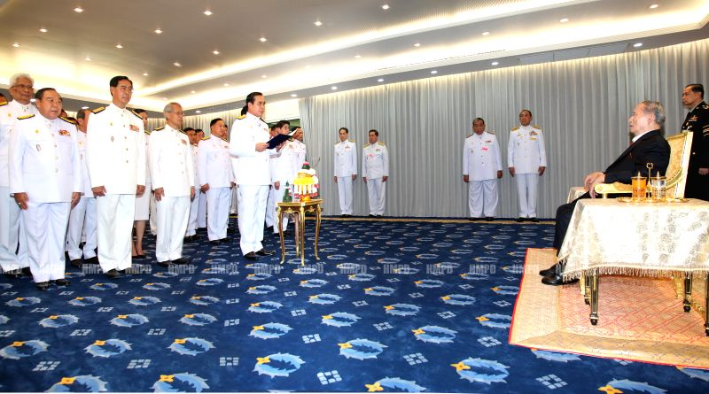 Thail Prime Minister Gen. Prayuth Chan-ocha (C) and his cabinet members take oath in front of King Bhumibol Adulyadej in Bangkok, Thailand, Sept. 4, 2014. Thail ... - Gen