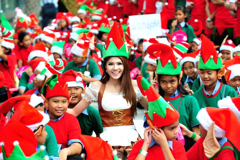 Bangkok (Thailand): Thai people dressed as Santa's Elves gather to break the Guinness World Records in Bangkok, Thailand, Nov. 25, 2014. A total of 1,762 Thai people dressed as Santa's Elves gathered